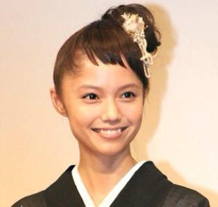 「前髪短い女優」の画像検索結果
